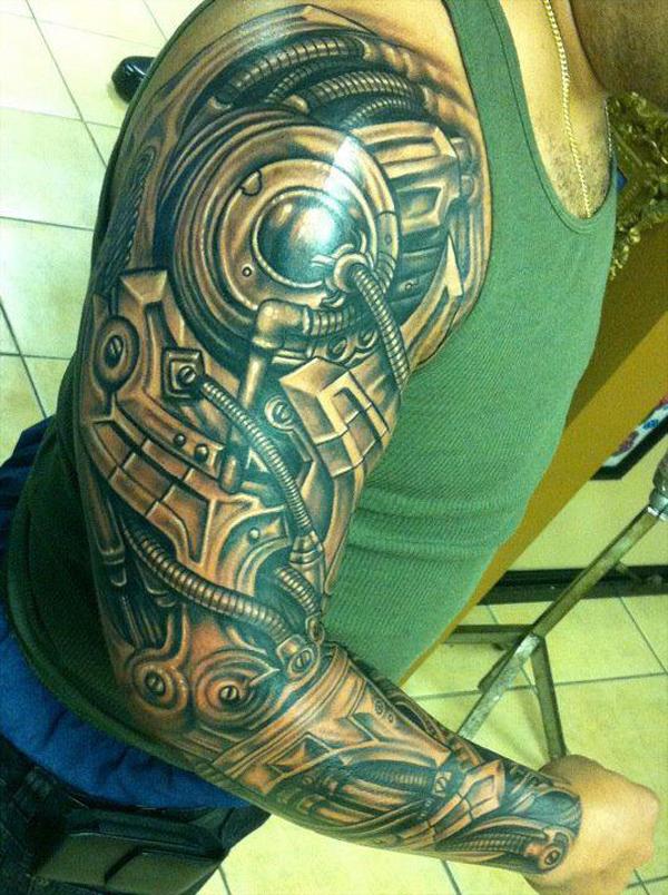 Faire un tatouage biomécanique sur le bras