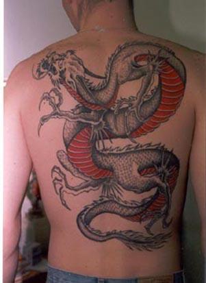 gros tatouage dragon tatouage dragon sur. Black Bedroom Furniture Sets. Home Design Ideas