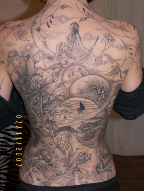 Le dos tout tatoué !