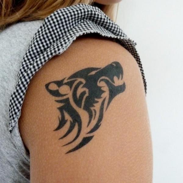 Tatouage loup tribal tatouage loup sur - Tete de loup tatouage ...