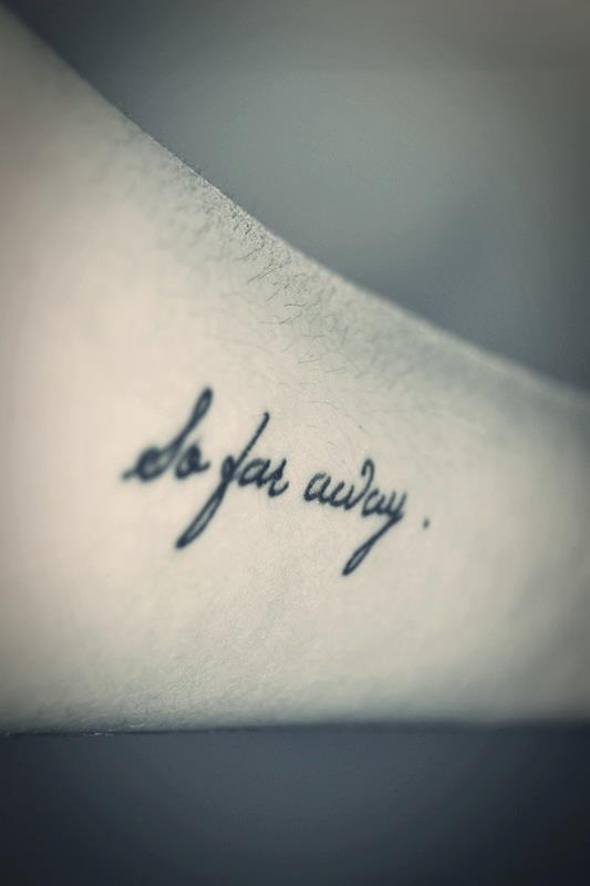 petit tatouage phrase