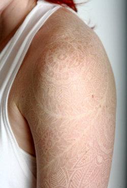 Tatouage A L Encre Blanche Tatouage Blanc Sur Modele2tatouage Com