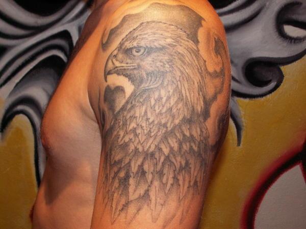 tatouage aigle bras tatouage oiseau sur. Black Bedroom Furniture Sets. Home Design Ideas