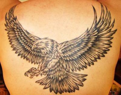 tatouage aigle dos tatouage oiseau sur. Black Bedroom Furniture Sets. Home Design Ideas