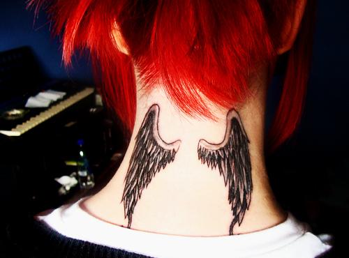 tatouage ailes nuque