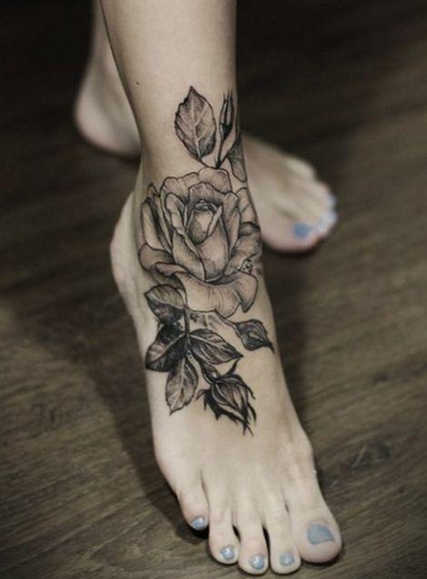 Tatouage cheville rose