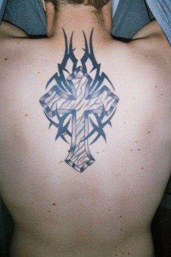 tatouage croix chretienne dos tatouage croix sur. Black Bedroom Furniture Sets. Home Design Ideas