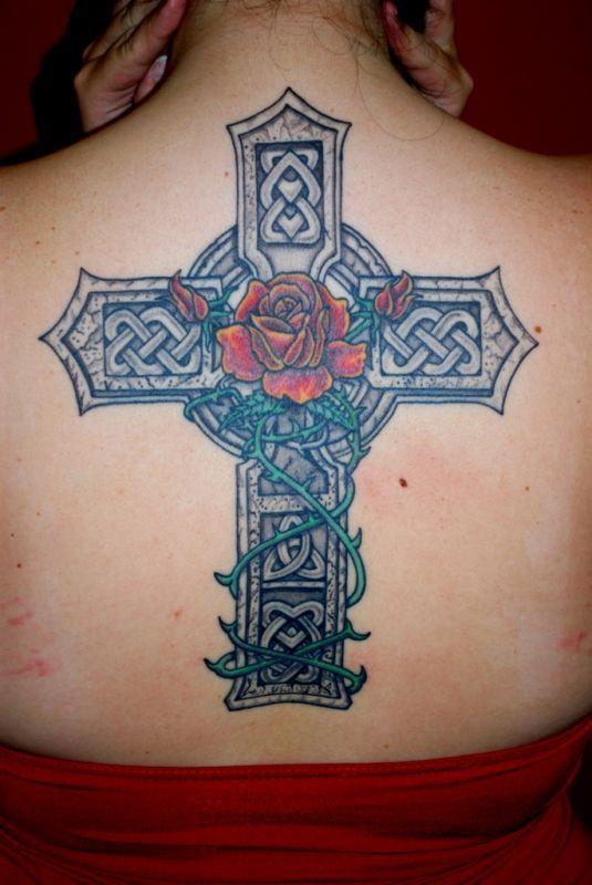 tatouage croix et rose