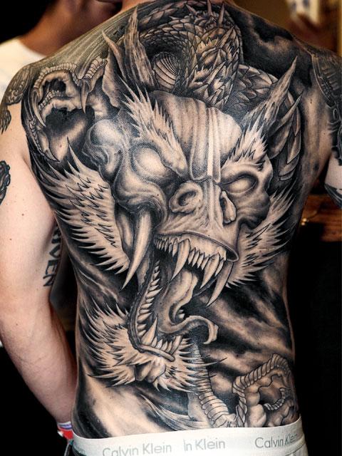 tatouage dragon dos homme - tatouage dragon sur modele2tatouage