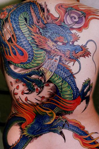 tatouage dragon en couleur