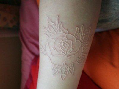 Tatouage Encre Blanche Tatouage Blanc Sur Modele2tatouage Com