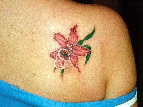 tatouage fleur épaule