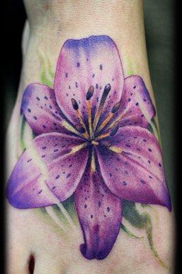 tatouage fleur sur pied