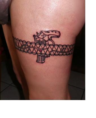 Tatouage Cuisse Femme Jarretiere Pistolet Kolorisse Developpement