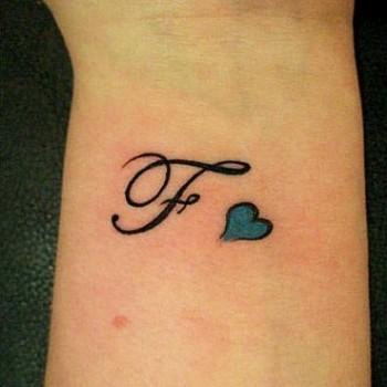 tatouage lettre f