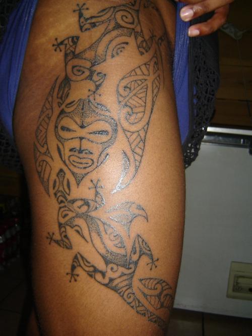 tatouage maori sur la cuisse tatouage maori sur. Black Bedroom Furniture Sets. Home Design Ideas