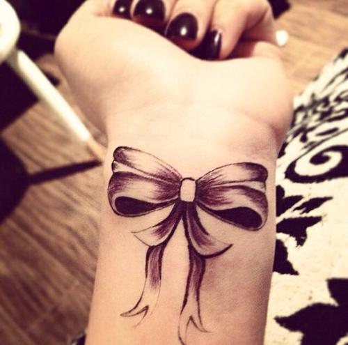 tatouage noeud poignet