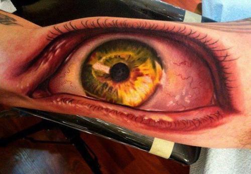 tatouage oeil realiste