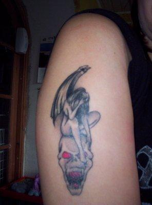 Tatouage Tete De Mort Tatouage Ange Sur Modele2tatouage Com